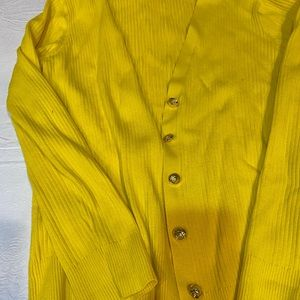 B neck yellow sweater